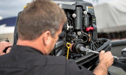 Het eenvoudig onderhouden van een buitenboordmotor