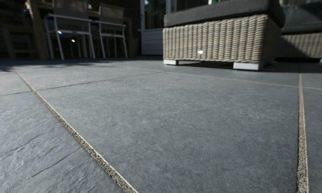 keramische tegels leggen